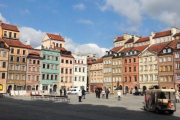 Old_Town_market_square_of_Warsaw_8121458825